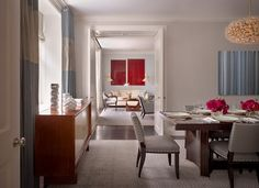 Stylish EveCool Floral Cheer: Park Avenue Apartment by Eve Robinson Associates
