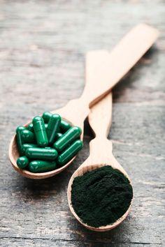 Chlorella: nutrientes essenciais para o bom funcionamento do organismo Spirulina, Pharmacy Technician, Low Calorie Bread, Health Benefits, Vitamins And Minerals, Nursery Fabric, Health Tips, Vegans, Food Items