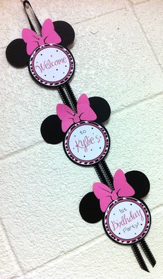 Minnie Mouse heads sign