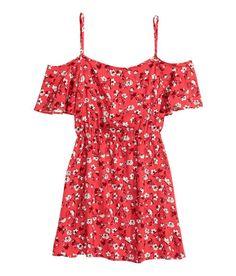 Check this out! Kort kjole i viskose med trykt mønster. Har smalle, justerbare skulderstropper, korte sommerfugleærmer og bar skulder. Er skåret med elastik i taljen. – Gå ind på hm.com for at se mere.