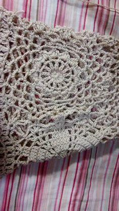 Artes da Liz: Bata Selena Gomes Crochet Diagram, Crochet Patterns, Selena Gomez, Gilet Crochet, Crochet Summer Tops, Blanket, Retro, Knitting, Charts