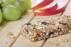 Healthy Bites for People on the Go: Meal & Snack Bars – Penn Medicine Diabetic Snacks, Diabetic Recipes, Low Carb Recipes, Healthy Snacks, Snack Recipes, Cooking Recipes, Healthy Recipes, Homemade Breakfast Bars, Granola Barre