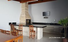 área-gourmet-churrasqueira-revestida-com-porcelanato-madeira Decor, Furniture, Dining, Dining Table, New Homes, Sweet Home, Areas, Home Theater, Barbecue Area