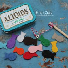 Pocket Sized Magnetic Fishing Set in Altoid tin! Use a washer on a Dowell rod and put little magnetic inside of felt fishes, so cute for restaurants