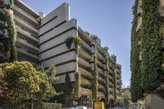 Edificio Princesa has verdant hanging gardens. Chandigarh, Spanish Architecture, Contemporary Architecture, Le Corbusier, L'architecture Espagnole, Open House Madrid, Heritage Institute, Modern Architectural Styles, Architectural Digest