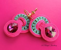 Fuchsia Soutache earrings.Pink Crystal por SouniqueJewellery