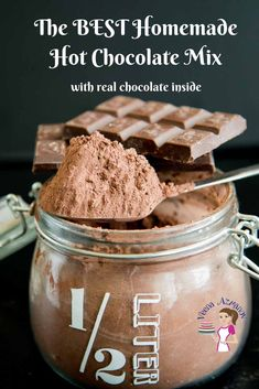 Make delicious mugs of hot chocolate with this homemade hot chocolate mix recipe. Made with real chocolate in the mix this is thick, creamy and delicious. Hot Chocolate Gifts, Christmas Hot Chocolate, Homemade Hot Chocolate, Frozen Chocolate, Chocolate Bomb, Hot Chocolate Bars, Hot Chocolate Recipes, Delicious Chocolate, Hot Chocolate With Cocoa Powder