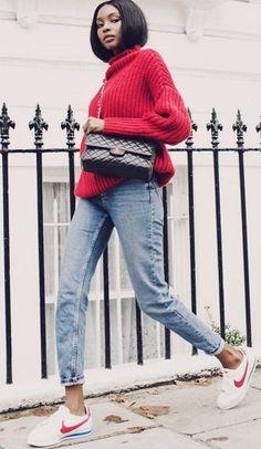 Agora o queridinho das fashionistas está de volta em suas cores mais icônicas. A Nike relançou as cores clássicas em comemoração aos 45 anos do modelo que pode ser usado em qualquer ocasião. Ele ganha novas leituras a partir de escolhas pessoais, mas inevitavelmentedá um toque irreverente a quem o usa. Venham ver como essesapato desejo do momento está sendo adotado por diversos estilos!  Em looks cool e comfy de inverno. Aposte no motelom outricot aliado a um bom jeans. Para dar mais…