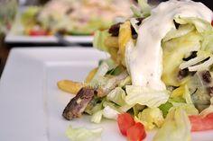 Kapsalon is voornamelijk bekend in het westen van Nederland en is verkrijgbaar bij veel Kebabzaken. Echter is het zelf maken nog veel leuker én lekkerder!