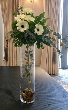 Gardening – Gardening Ideas, Tips & Techniques Tall Flowers, Church Flowers, Funeral Flowers, Tropical Floral Arrangements, Flower Arrangements Simple, Alternative Wedding Decorations, Green Centerpieces, Vases Decor, Flower Decorations