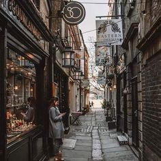 City Aesthetic, Travel Aesthetic, Street Photography, Travel Photography, Autumn Cozy, Alleyway, London Street, Aesthetic Pictures, Aesthetic Wallpapers