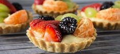 Fruit tartlets - Shortcrust pastry filled with creme patisserie and topped with fresh fruits. Fruit Recipes, Dessert Recipes, Cooking Recipes, Fruit Dessert, Fruit Pie, Just Desserts, Delicious Desserts, Yummy Food, Sweet Desserts