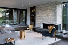 7 Ways To Create A Warm Living Room // Adding wood to your living room is great way to warm it up and make it feel like cozy modern cabin. Cozy Living Rooms, Living Room Modern, Architecture Design, Salons Cosy, Mid-century Modern, Family Room Design, Mid Century House, Modern House Design, Contemporary Design