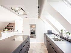 Edle Schreinerküche im Dachgeschoss