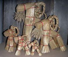 Olkipukki Christmas goats. Yule, Finland, Folk Art, Goats, Christmas Crafts, Arts And Crafts, Texture, Wood, Ideas