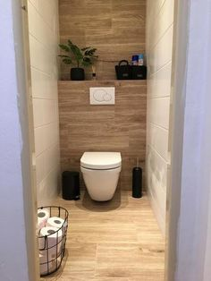 インテリア/リビング>> Modern bathroom makeover on the ground floor on a budget - BathroomMake .Modern bathroom makeover on… en 2020 Toilet Room Decor, Small Toilet Room, Guest Toilet, Downstairs Toilet, Small Bathroom, Tiny Bathrooms, Bathroom Showers, Wc Design, Toilet Design