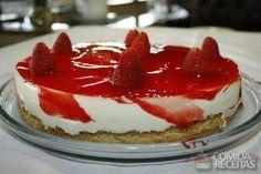 Receita de Cheesecake de ricota com calda de morango em receitas de tortas doces, veja essa e outras receitas aqui!