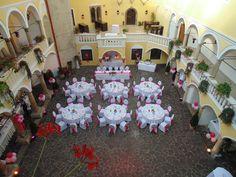 Hochzeitstafel Innenhof Schloss Weikersdorf Birthday Candles, Roses Garden, Indoor Courtyard, Nice Asses