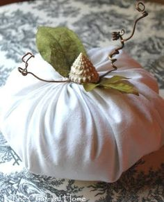 Making Beachy Fabric Pumpkins -Easy no Sew Tutorials Included! Thanksgiving Crafts, Fall Crafts, Nature Crafts, Holiday Crafts, Fall Projects, Craft Projects, Craft Ideas, Decor Ideas, Fall Halloween