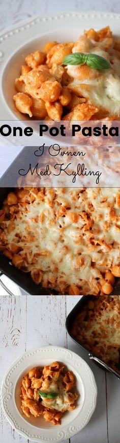 En skøn opskrift på one pot pasta lavet i ovnen med kylling og tomatpesto. Den smager fantastisk og alle vil elske den! #Aftensmad #Pasta #Kylling One Pot Pasta, Mozzarella, Cheddar, Pesto, Macaroni And Cheese, Nom Nom, Yummy Food, Yummy Recipes, Recipies