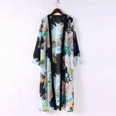 Kimono cardigan longue taille aux motifs de fleurs variées