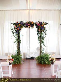 Natural Wedding Trellis #trellis #weddingflowers