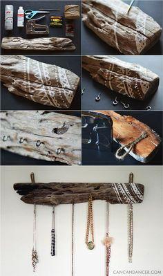 Jewelry Organizer 20 Diy Driftwood Projects Make Amazing Creative Decorative Pieces - diy-driftwood-projects-jewelry-rack - MeCraftsman Driftwood Jewelry, Driftwood Projects, Driftwood Art, Diy Projects, Driftwood Ideas, Painted Driftwood, Decorating With Driftwood, Jewelry Rack, Jewelry Holder