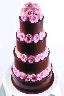 Chocolate frosting makes pink roses really pop!