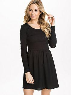 http://nelly.com/pl/odziez-dla-kobiet/odziez/sukienki/only-589/sonja-ls-mix-dress-590833-426/