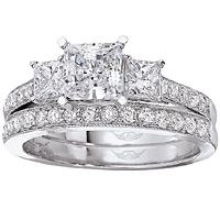Princess Cut Three Stone Diamond Engagement Ring Reminds Me Of My Original Wedding That Got Lost Clothes Pinterest