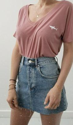 Women& Clothing - V-neck shark T-shirt + Levis denim skirt - Katharina.xoxo - - Frauenkleidung – Hai-T-Shirt mit V-Ausschnitt + Levis-Jeansrock Women& Clothing – V-Neck Shark T-Shirt + Levis Denim Skirt Best Casual Outfits, Style Outfits, Mode Outfits, Retro Outfits, Fashion Outfits, Casual Outfits For Teens Summer, Fashion Ideas, Cute School Outfits, Dress Casual
