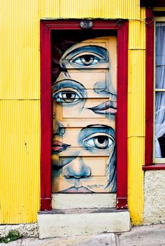 The door is probably the single part of a building's exterior that people will interact most frequently with, so if you want a building to look impressive up close, there's probably no better way to do this than by having a beautiful door. Valparaiso, Chile | Bored Panda