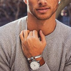 TFW X ARTISAN & KING // The Fifth Watches was recently featured on Men's fashion Blog, Artisan & King. The man behind the blog, Barrett is a writer, model and personal trainer, and also a lover of The Fifth Watches. See below his exclusive shoot featuring our White & Tan timepiece | @TheFifthWatches