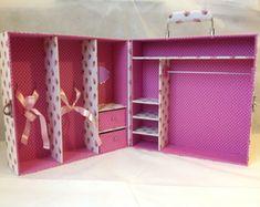 American Girl Storage, Crochet Doll Pattern, Barbie Accessories, Barbie Furniture, Barbie House, Hacks Diy, Doll Patterns, Diy Fashion, Ideas Para
