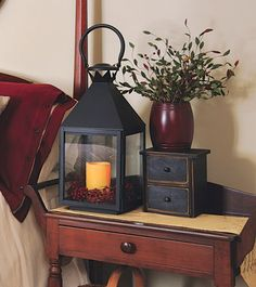 The Country Sampler stylists employ mood lighting and primitive accents to turn a guest room into a warm, welcoming retreat with an old-fashioned feel. Decor, Country Decor, Rustic Decor, Primitive Homes, Primitive Bedroom, Primitive Decorating Country, Country Primitive, Prim Decor, Country Home Decor