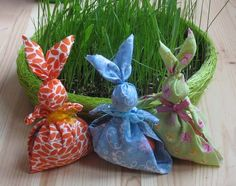 Easter Bunnies (no links) Easter Crafts, Fun Crafts, Crafts For Kids, Arts And Crafts, Happy Easter, Easter Bunny, Easter Eggs, Simple Gifts, Easy Gifts