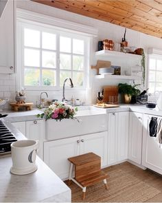 Looking for for inspiration for farmhouse kitchen? Check out the post right here for amazing farmhouse kitchen inspiration. This specific farmhouse kitchen ideas will look fantastic. Modern Farmhouse Kitchens, Rustic Kitchen, Home Kitchens, Small Kitchens, Eclectic Kitchen, Small Cottage Kitchen, Farmhouse Style, Farmhouse Sinks, Kitchen Modern