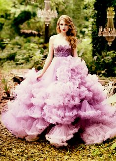 Taylor Swift and Light Purple Pink Dress/ Great photograph