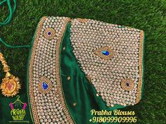 Pattu Saree Blouse Designs, Bridal Blouse Designs, Aari Embroidery, Embroidery Patterns, Ear Chain, Aari Work Blouse, Maggam Works, Hand Designs, Woman Clothing