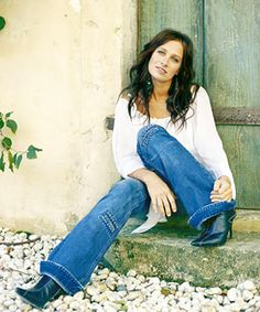 Kasey Chambers a great Aussie Gal would be great fun to be at a BBQ.