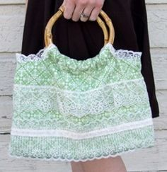 The Day Trip Purse |  Free sewing pattern at AllFreeSewing.com