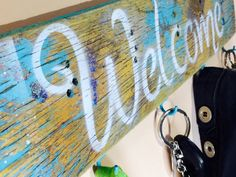 Pallet wood welcome sign with 5 hooks / key by ThePovertyBarn
