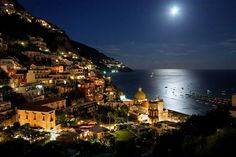 Get the chance to discover Positano, little jewel of the Amalfi Coast. This popular city, with it's winding cobblestone roads and many stairways full of beautiful shops, serves as a source of inspiration for the greatest artists and represents the pe Sorrento Hotel, Destinations, Positano Italy, Positano Beach, Sorrento Italy, Small Group Tours, Holiday Apartments, Italy Vacation, Toscana