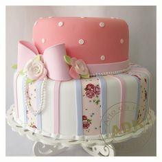 by Arte da Ka Pretty Birthday Cakes, Pretty Cakes, Cute Cakes, Beautiful Cakes, Amazing Cakes, Birthday Cookies, Baby Cakes, Girly Cakes, Fondant Cakes