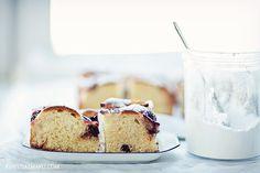 ciasto drożdżowe z owocami i czekoladą
