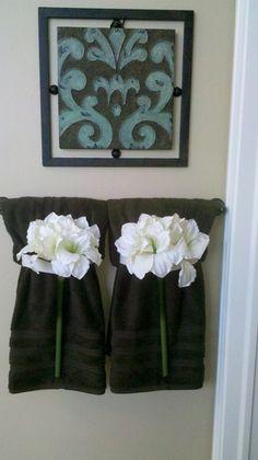 Ways To Decorate The Towel Racks In Your Bathroom Upstairs - Bathroom towel display arrangement ideas