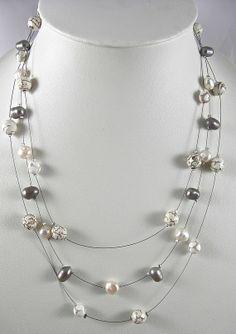 DEFI DE JANVIER - Collier mi-long sur 3 rangs avec perles d'eau douce, agate et métal argenté - Réf. 301213-C-001