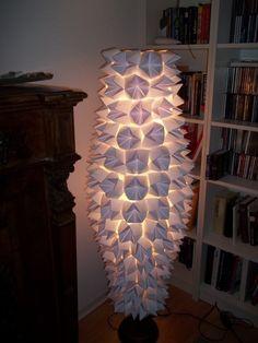 Ikea Stehlampe aus Papier upcycling eingeschaltet
