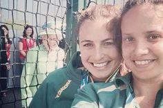 Queen PHOTOBOMBS Commonwealth Games hockey star taking Instagram selfie - Mirror Online