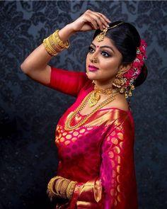 Fulfill a Wedding Tradition with Estate Bridal Jewelry Indian Bridal Photos, Indian Bridal Makeup, Indian Wedding Jewelry, Indian Bridal Wear, Bridal Beauty, Bridal Silk Saree, Bridal Lehenga, Saree Wedding, Bengali Wedding